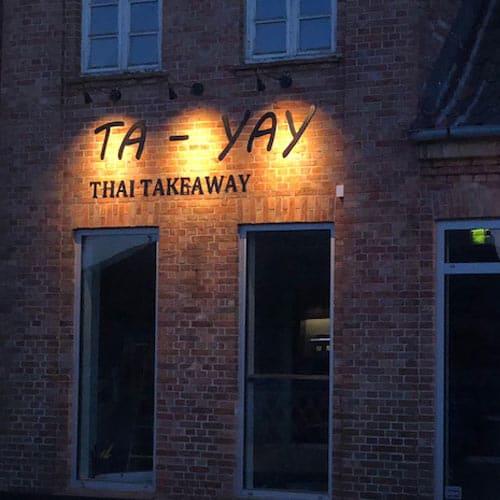 Facadebogstaver skilte med lys til restaurant