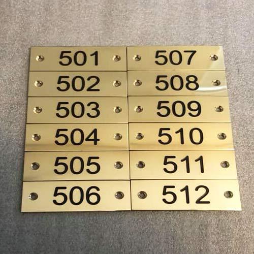 Nummerskilte til dør i messing