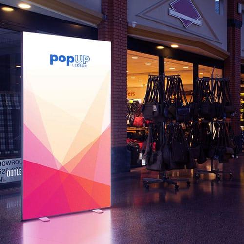 Shopping center skilt med lys