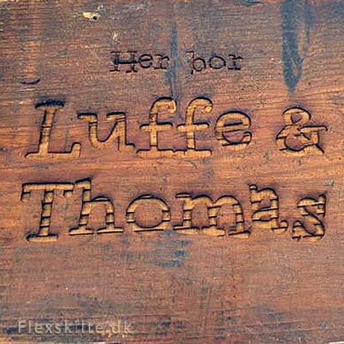 Lasergravering af træ navneskilt eller dørskilt